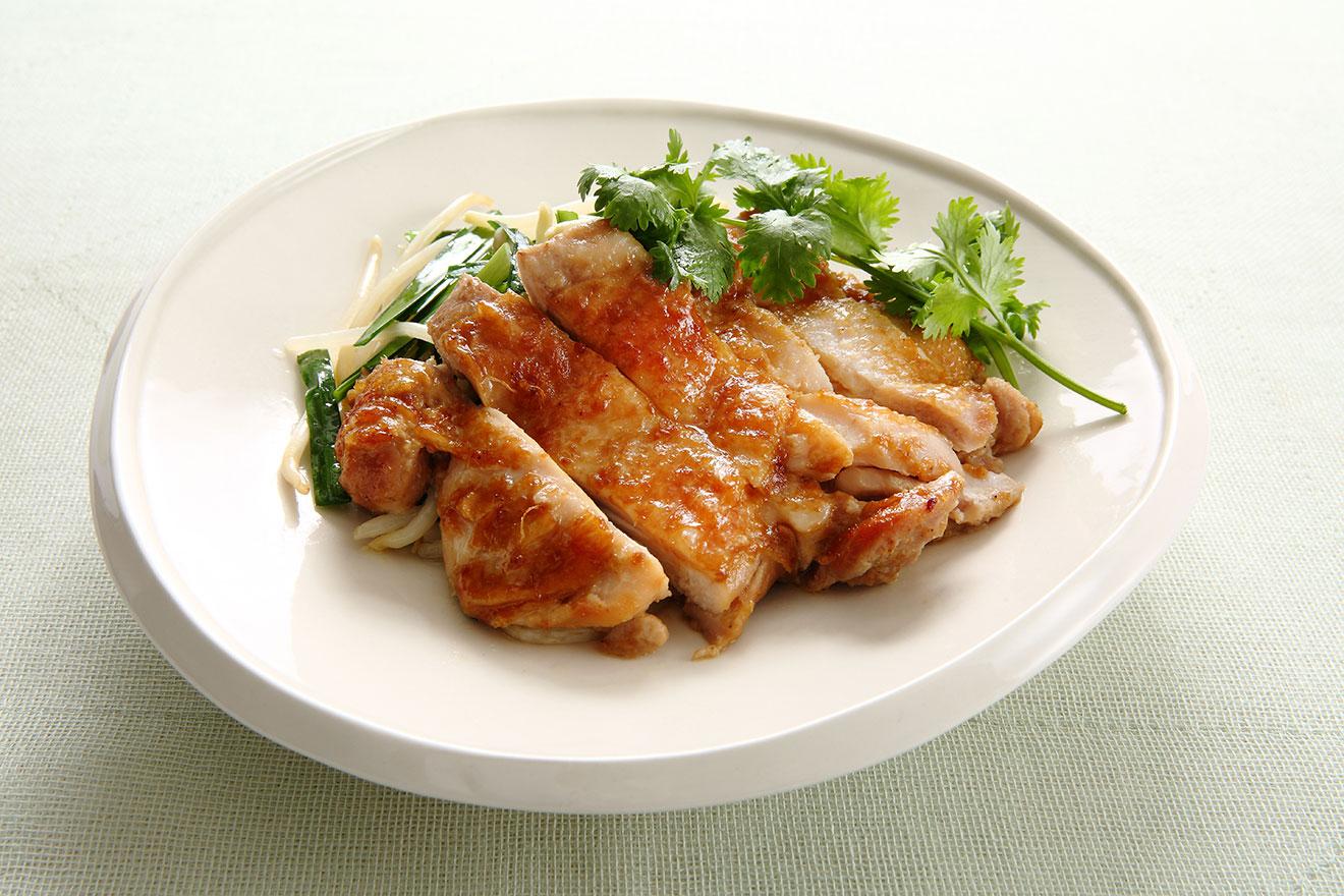 鶏もも肉の白ごまもろみだれ   パイナップル風味焼き
