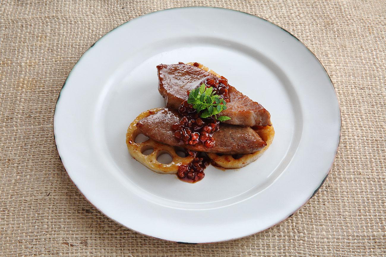 牛肉とれんこんの   しょうゆの実照り焼き